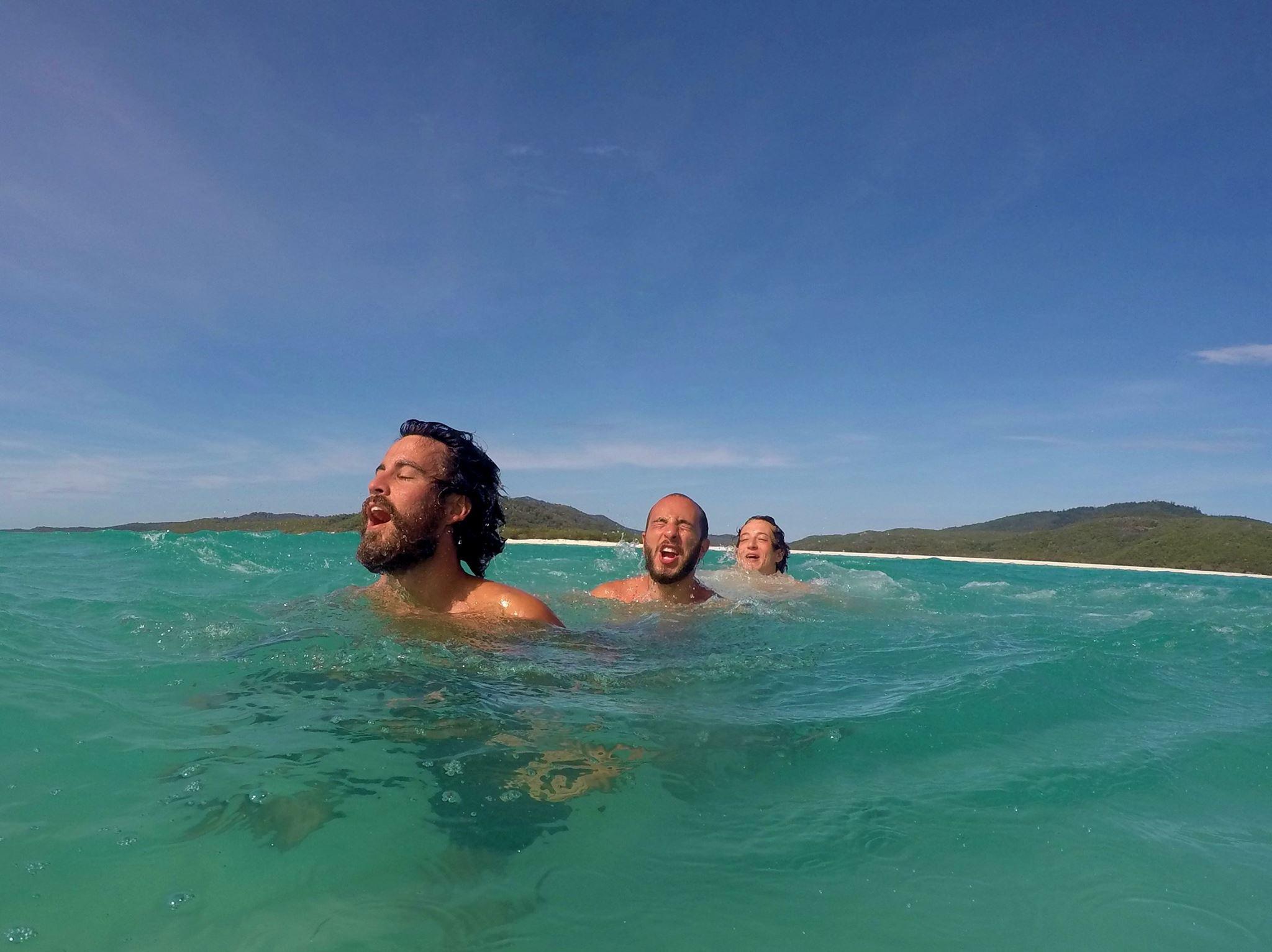 Españoles en playas australianas