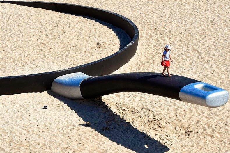 Escultura por el mar Una exposición al aire libre en la playa de Bondi (3)